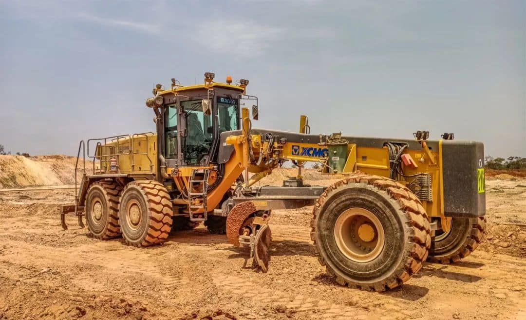 XCMG official 300HP GR3005 mining motor graders machine price