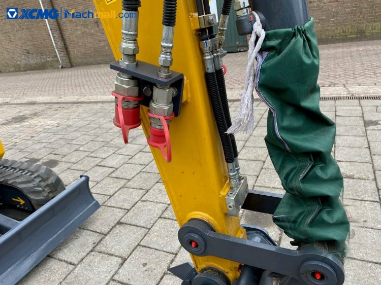 Chinese 2 ton mini excavator digger XE27E with CE for farm price