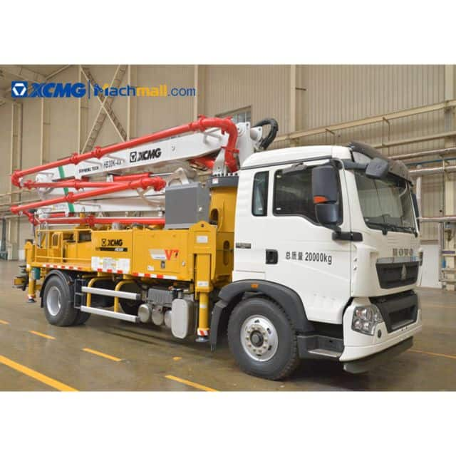 XCMG 30m small concrete pump trucks HB30K with HOWO chassis for Vietnam price