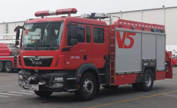XCMG manufacturer AP50F1 Chineses 4x2 foam and water tanker fire truck for sale