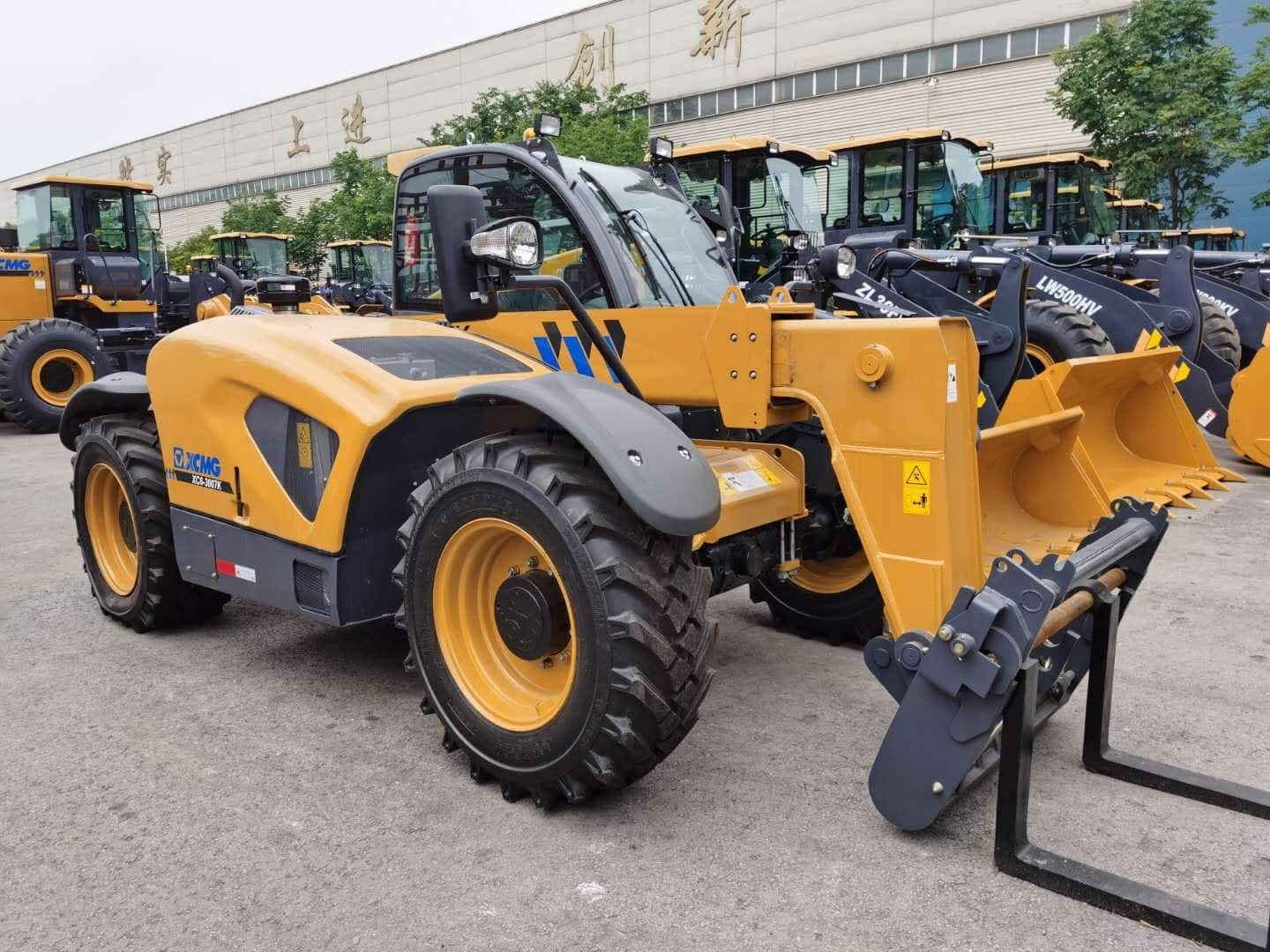 XCMG official 3 ton telescopic forklift XC6-3007K price