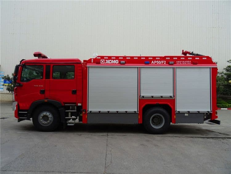 XCMG 5 ton multifunction water and foam fire fighting trucks AP50F2 with HOWO chassis