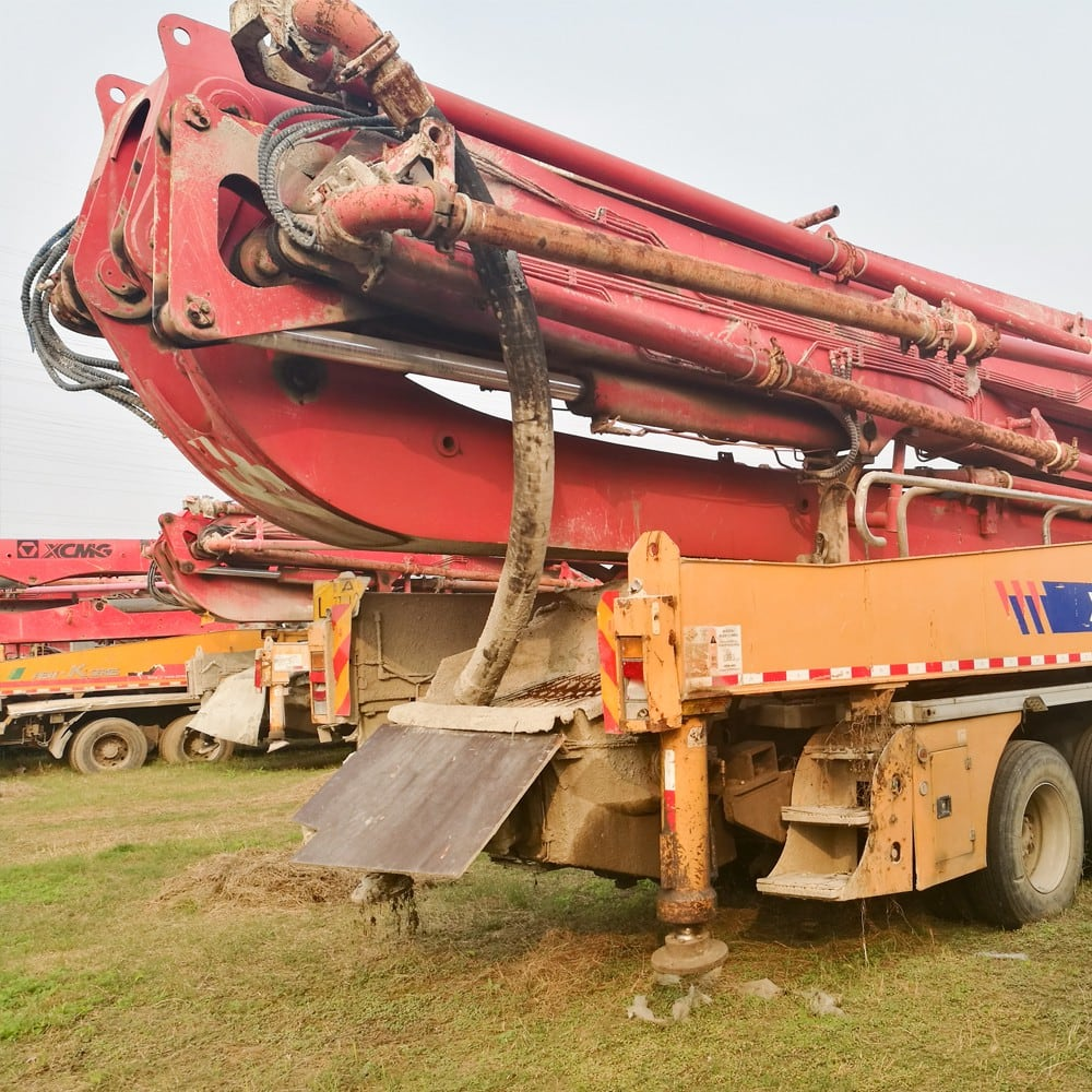 XCMG Used HB52 Truck-Mounted Concreted Boom Pumps for sale
