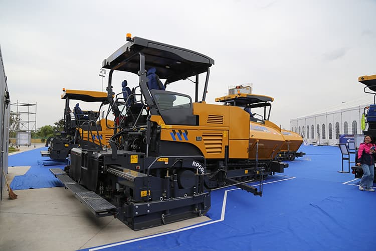XCMG official 6m width asphalt paver RP600 china hydraulic crawler asphalt paver machine price
