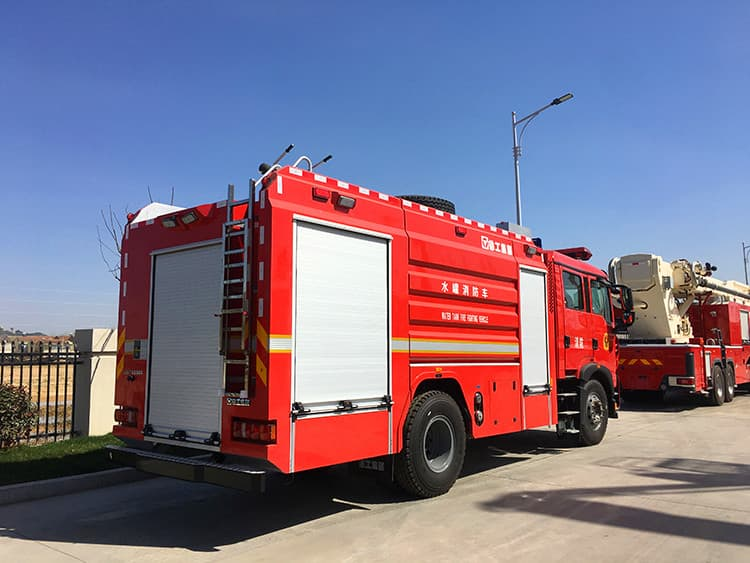 XCMG official 4x2 4 ton mini rescue fire truck SG40F2 new small water tank fire fighting truck price