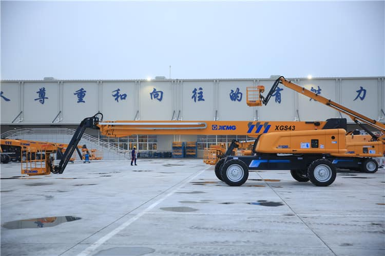 XCMG official 43m vertical lift elevator XGS43 telescopic boom lift price