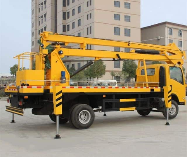 XCMG factory 9m hydraulic lift platform folding boom truck XGS5030JGKJ6 for sale