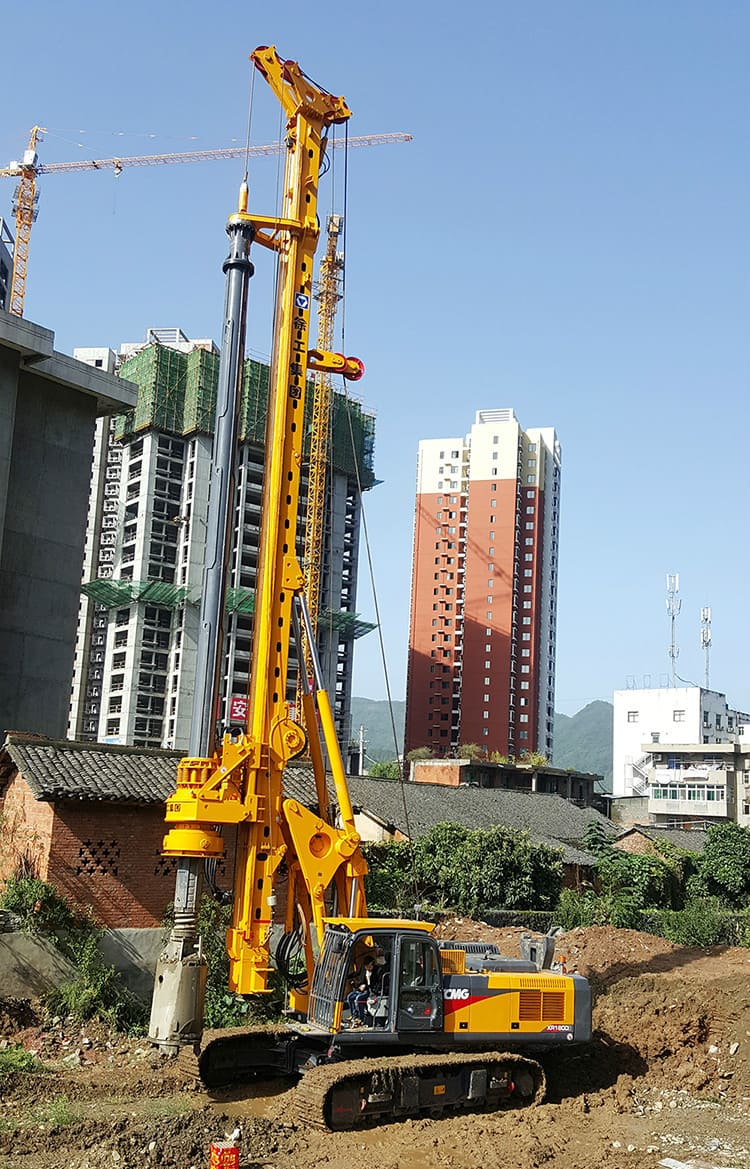 Chinese XCMG portable crawler rotary drilling rig machine XR180D for sale