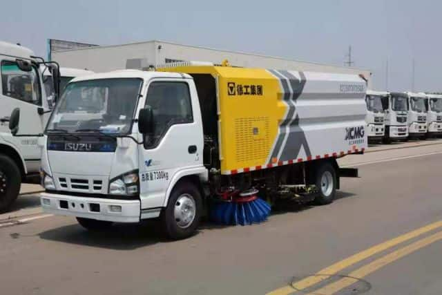 XCMG Official Manufacturer 3 tons Sprinkler Sweeping Truck XZJ5070TXSQ5 for sale