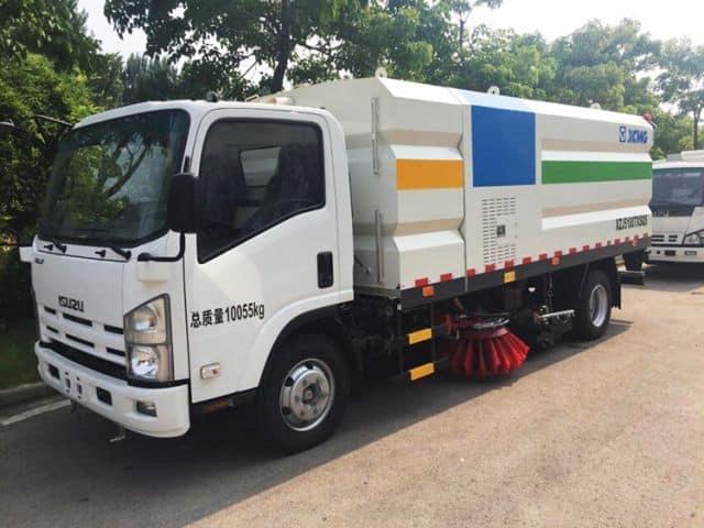 XCMG 5 ton diesel road sweeper truck XZJ5100TXSQ5 price