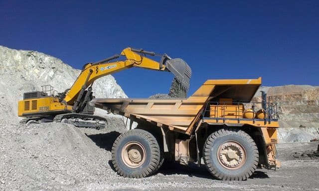 XCMG 70 Ton Mining Crawler Excavator Bucket 4.6cbm XE700D With Hydraulic Breaker For Sale