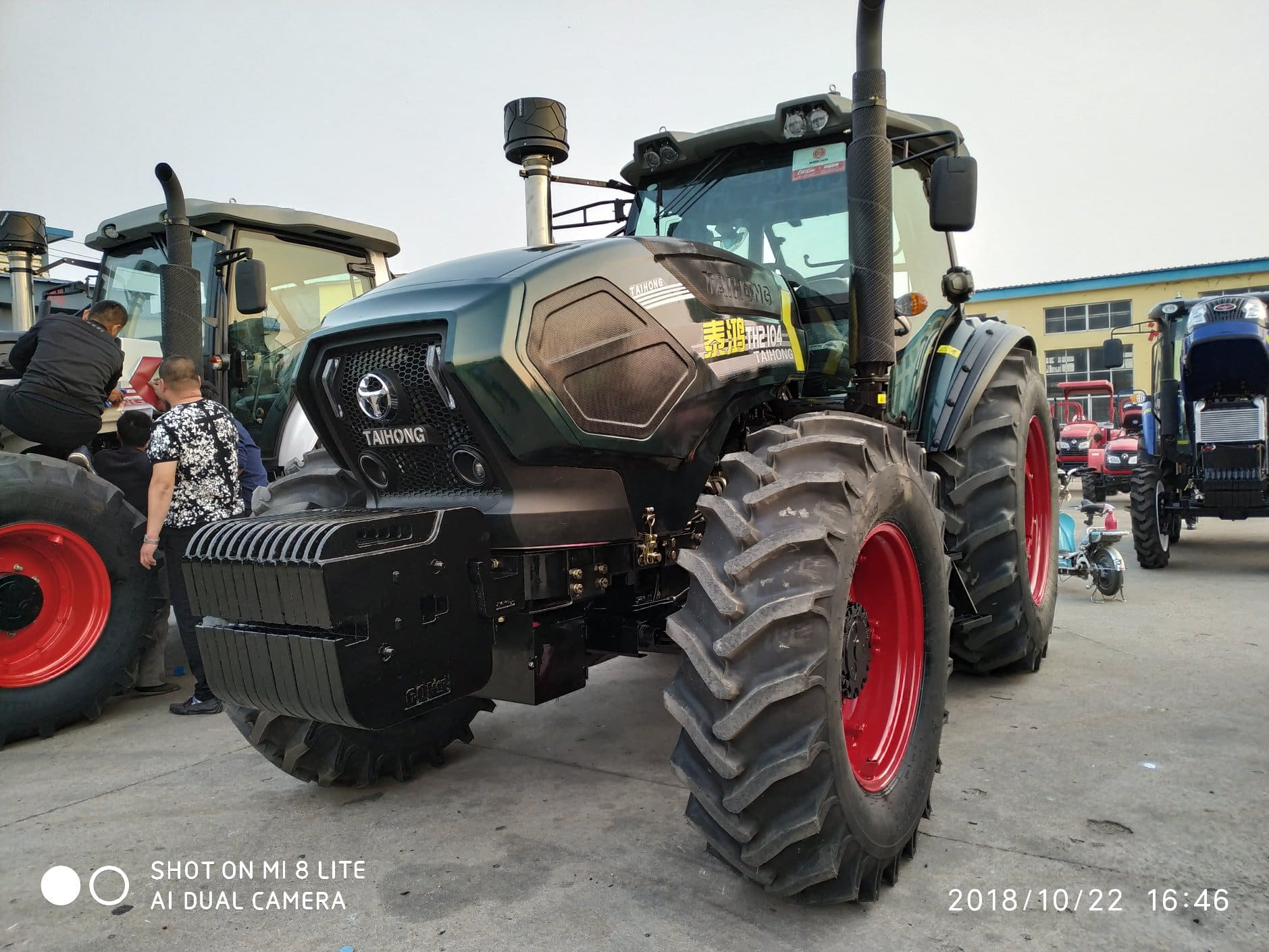 Factory Directly Supply 210HP 4WD Agricultural Wheel Walking Farm Tractor